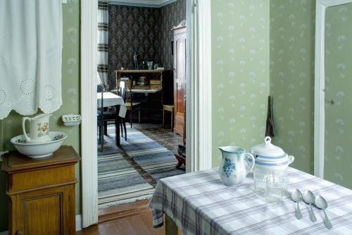 Keittiö ja huone